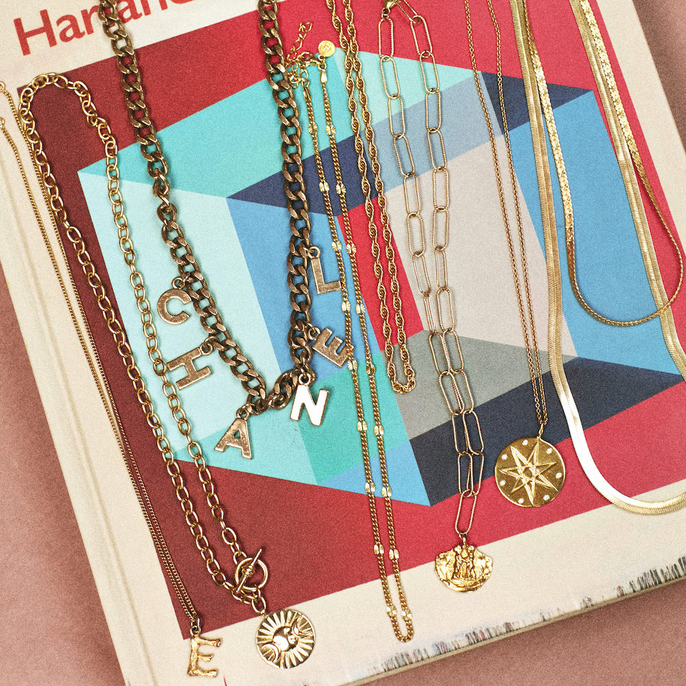 How to layer gold necklaces on emma rose style